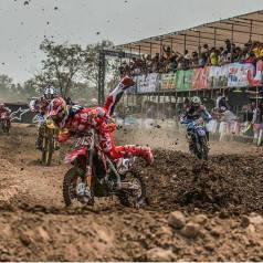 tim-gajser-almost-crash